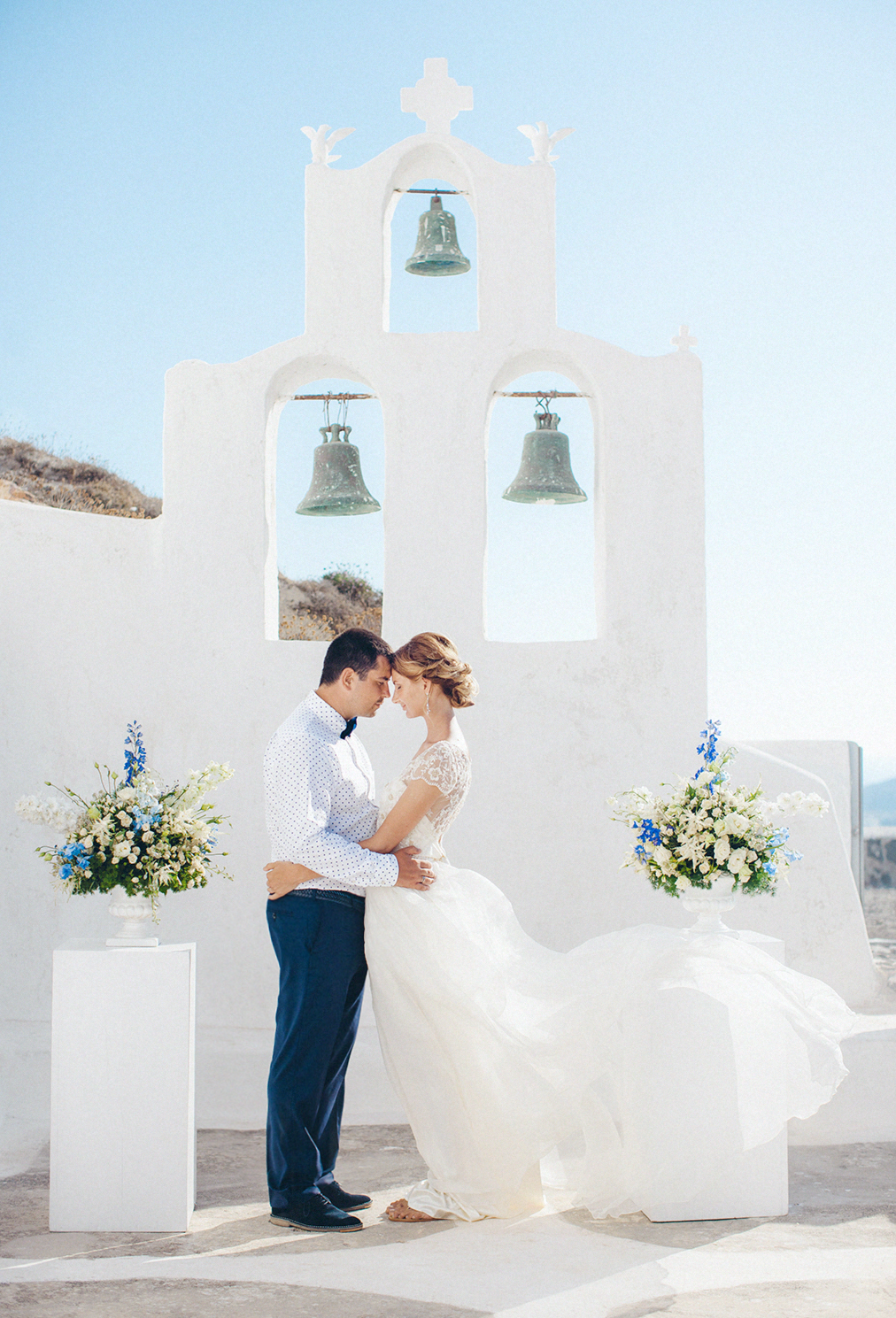 Santorini elopement wedding by Julia Kaptelova Photography