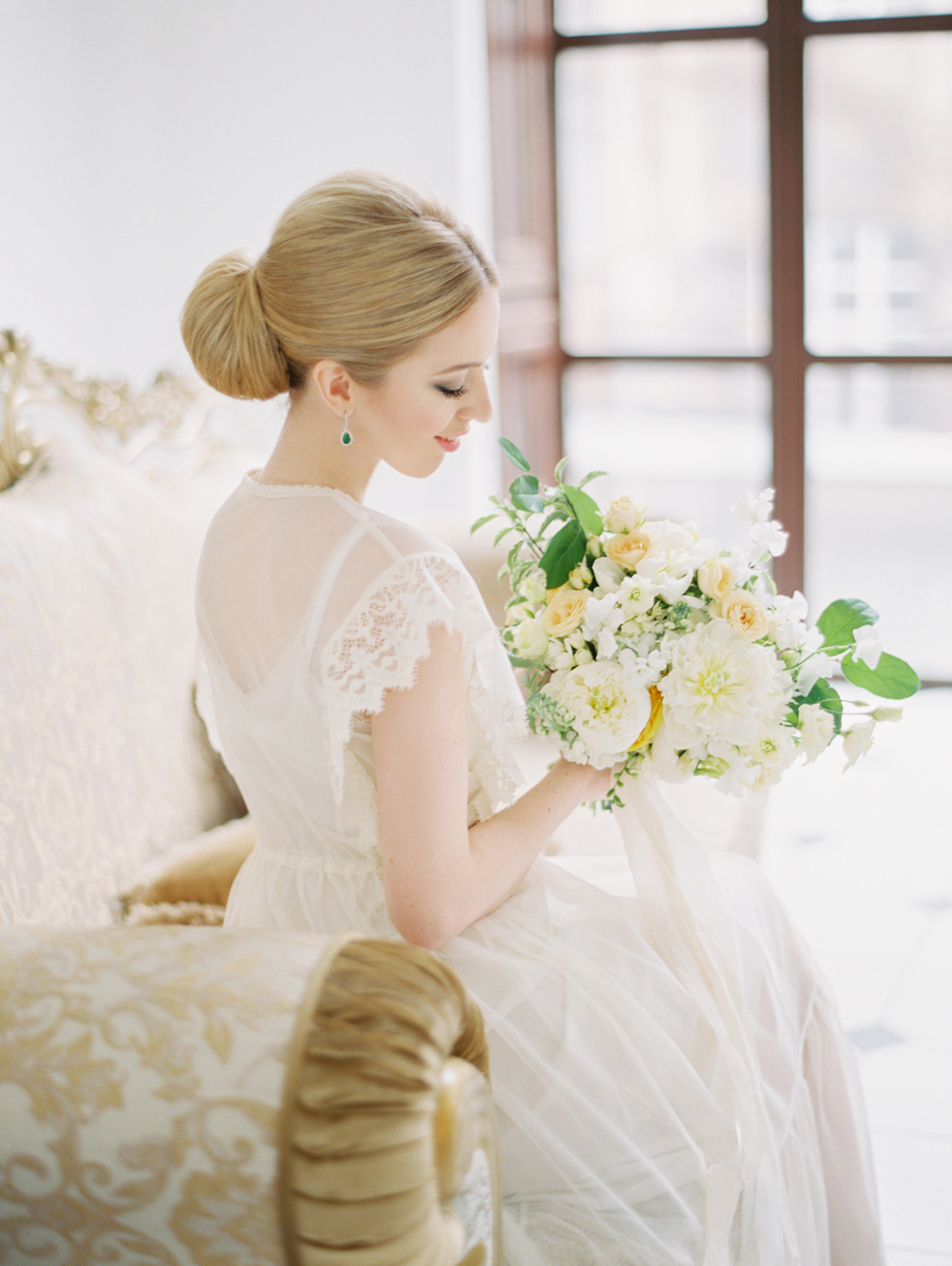 bride with a beautiful flowers