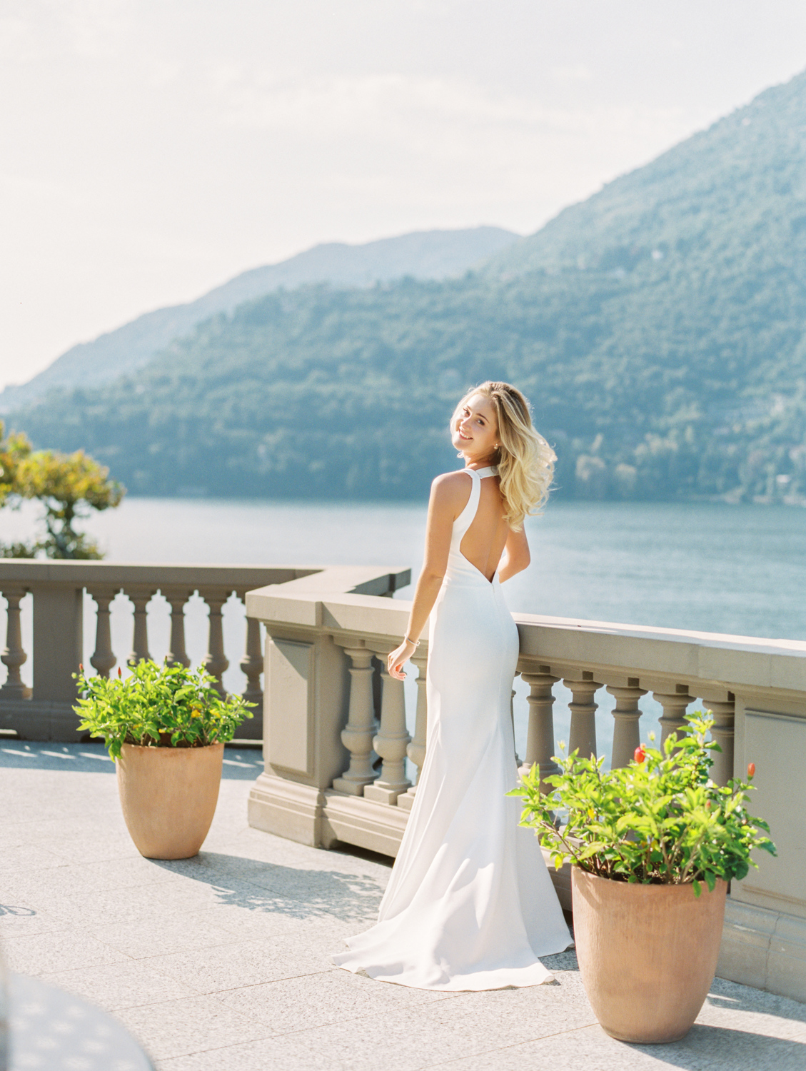 Romantic bride in villa Castadiva on lake