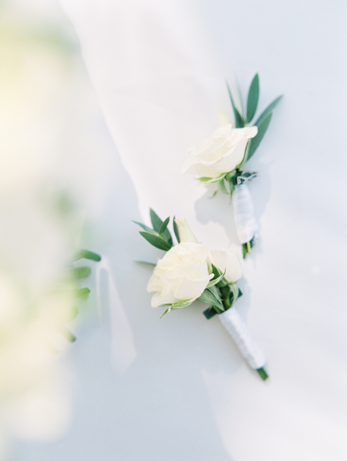 White boutonniere wedding lago di como