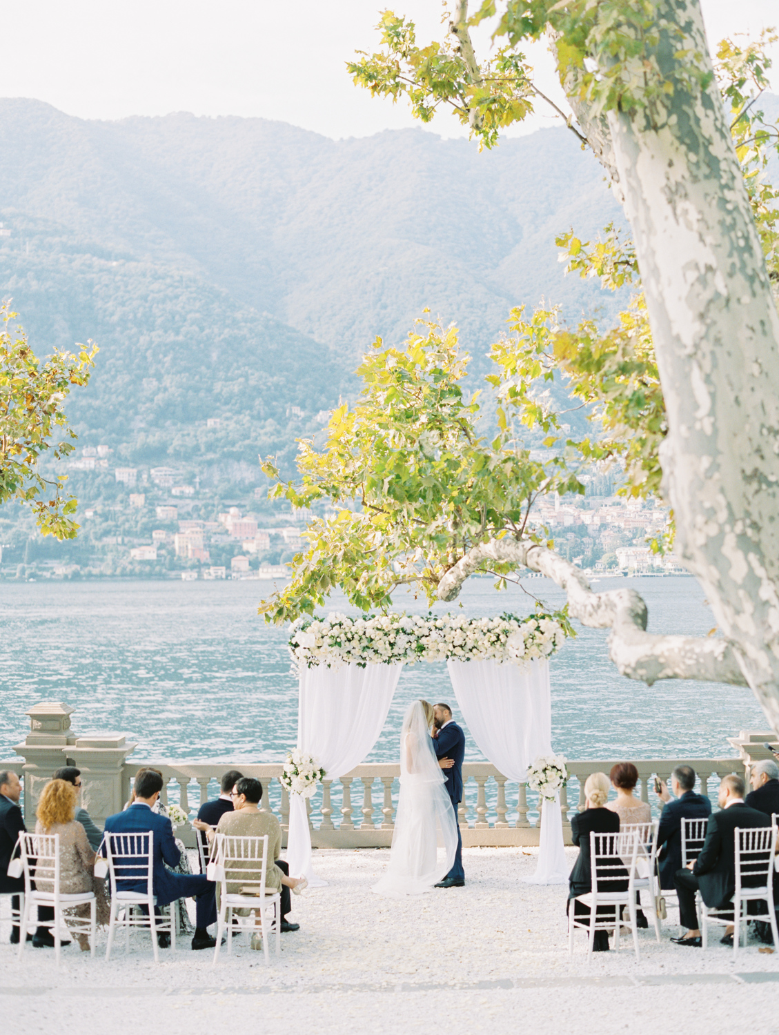 Wedding kiss Castadiva resort lago di como Italy