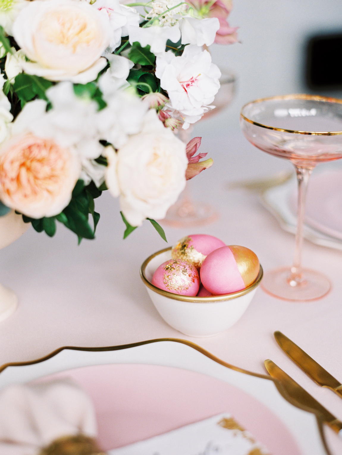 Julia Kaptelova photography tablescape, lifestyle, easter eggs, easter, decor